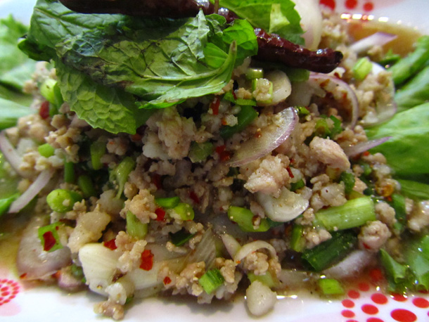 Minced pork salad (larb moo ลาบหมู)