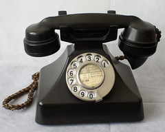 British mid-1930s standard telephone (Ralph Stephenson) Tags: telephone british mid1930s