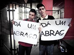 Free Hugs SP 2011 (Yuri Alexandre) Tags: brazil brasil avenida free sp gratis hugs abrao paulo sao projeto av paulista campanha 2011