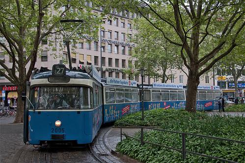 Und dazwischen: Durch hohe Verspätung musste Wagen 2005 vorzeitig am Sendlinger Tor drehen