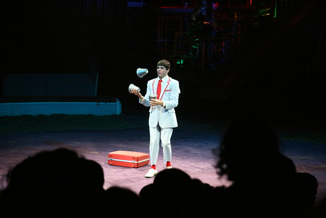 Juggling cups