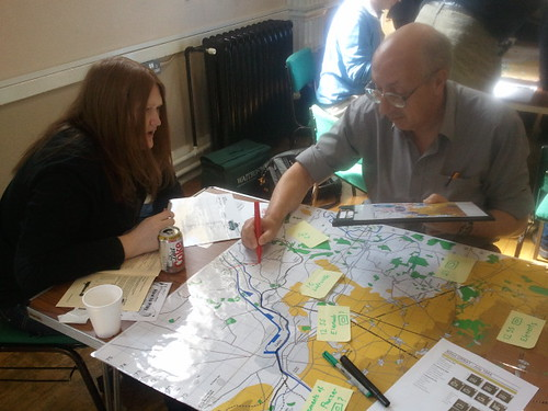 Players of the 7th Armoured division team drawing in divisional boundaries on their own map