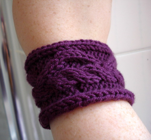 Cable knitting cableknit wristband techniques