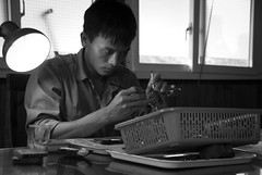 How To Make a Pearl (Toffographer 974) Tags: monochrome travelphoto vietnam worker people focus hands handwork contrasts light