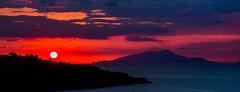 Italia / Italy / Italien: Sorrento & Ischia (CBrug) Tags: landschaft landscape outdoor italia italy italien sorrento ischia sonnenuntergang sunset himmel wolken heiter berg insel wolke sonne sun campania kampanien color red rot farben capodisorrento
