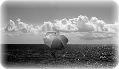 In mezzo al mar... (lory6093) Tags: mare elaborazione fantasia onde cielo nuvole ombrellone picsart