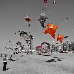 Lotto Kites International 2011, 38 (Johnny Cooman) Tags: oostende vlaanderen belgium flhregion flemishregion flandre flandes flanders flandern evenement canons5 bélgica belgië belgique belgien belgia beach ベルギー zee westflanders strand sea ostende ostend natuur landschap landscape strandcabine strandkabine vlieger lottokitesinternational kites kursaal dijk casino beachcabins flickraward mygearandme mygearandmepremium inspiredchoice greatphotographers greaterphotographers mygearandmebronze mygearandmesilver mygearandmegold mygearandmeplatinum mygearandmediamond flickraward5 flickrawardgallery flickrstruereflection1 imagination phantasmata thegalaxy hallglorymorningwayaug2011 westvlaanderen bel aaa platinumheartaward mer