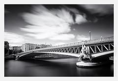 Pont Mirabeau (Guillaume VX) Tags: longexposure bridge bw paris seine clouds photoshop buildings river nb filter pont polarizer nuages sculptures fleuve lightroom filtre btiments nd400 poselongue polarisant nd8 leefilters silverefexpro 09ndgrad