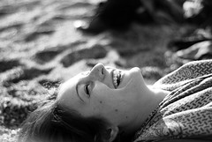(Cinica_mente) Tags: portrait blackandwhite italy beach girl smile face 50mm nikon italia faces expression expressions happiness bn sorriso f18 ritratto spiaggia biancoenero appearance 50mmf18 finaleligure nital d80 50mmnikon sebastianoregis regissebastiano2012