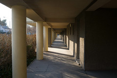 06.Mrz #334 (takamasop) Tags: vienna wien leica light sun lines licht gang corridor pad center photoaday housing 365 zentrum sonne schatten perspektive schadow linien project365 fluchtpunkt wohngebude leicax1