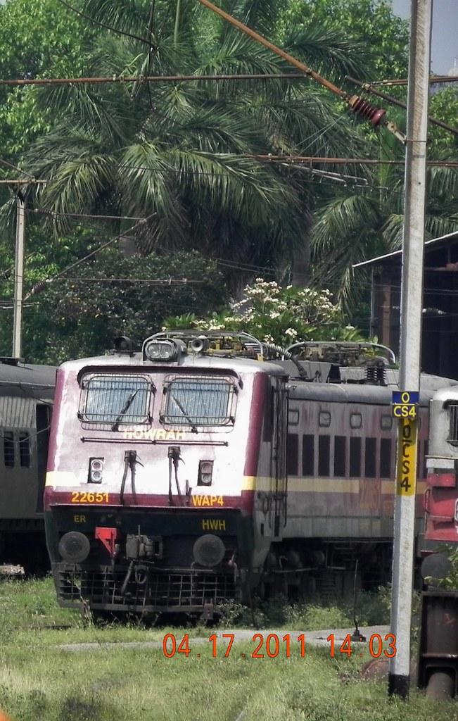Mighty WAP-4 loco at rest (Mitra Chowdhury) Tags: ir er irfca