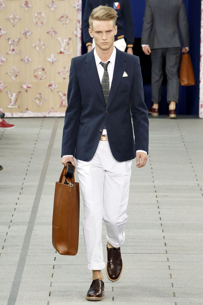 Alexander Johansson3326_SS12 Paris Louis Vuitton(VOGUEcom)