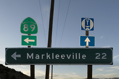 Markleeville 22 (Curtis Gregory Perry) Tags: california road blue signs green sign turn truck 22 highway traffic state route schild signage button arrow left mileage letrero copy federal bord reflector enseigne 89 numbered 395 markleeville 招牌 看板 kyltti wegweiser サイン teken indicación liikennemerkki uithangbord вывеска écriteau 간판 знак