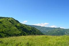 the hills have eyes (Zulina ) Tags: sky verde green grass clouds nuvole lawn hills erba cielo prato colline prati