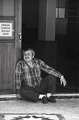 Resting (Maríon) Tags: street travel bw white black turkey nikon istanbul marion reise tyrkia supermarion nesje d7000 marionnesje