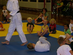 "zomerspelen 2013 Judo clinic • <a style=""font-size:0.8em;"" href=""http://www.flickr.com/photos/125345099@N08/14384103956/"" target=""_blank"">View on Flickr</a>"