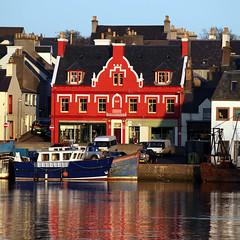 Stornoway Harbour (the44mantis) Tags: red sea port island scotland boat fishing harbour tide lewis escocia highland hebrides schottland schotland ecosse stornoway scozia