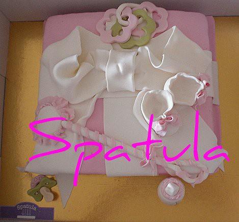 Hediye Paketinde Bebek Eşyaları Pasta - Baby shower&Faşadura Pasta by Demetin spatulasi