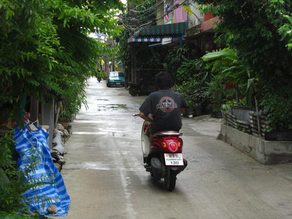 Quiet street in Prah Pradaeng