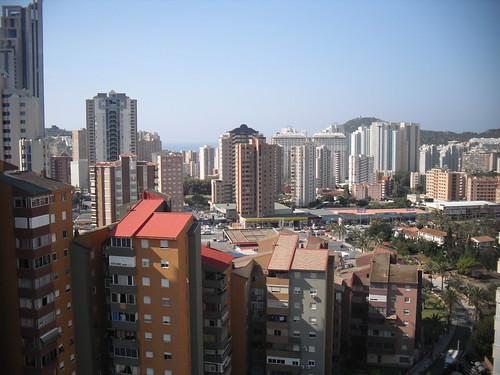 vistas a todo Benidorm, muy soleado, todo exterior.  Solicite más información a su inmobiliaria de confianza en Benidorm  www.inmobiliariabenidorm.com