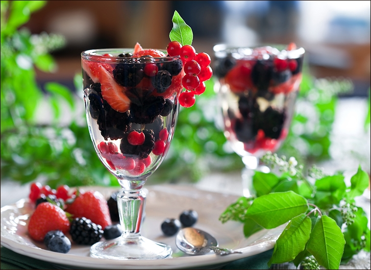 White wine jelly with berries