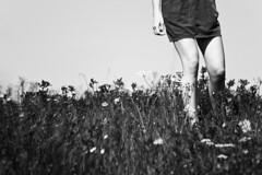 _MG_7574 (FrancoSchin // Ginostra) Tags: woman grass donna goal escape legs fear meta erba gambe fuga paura schinaia francescoschinaia mg7574sch1024 francoschin