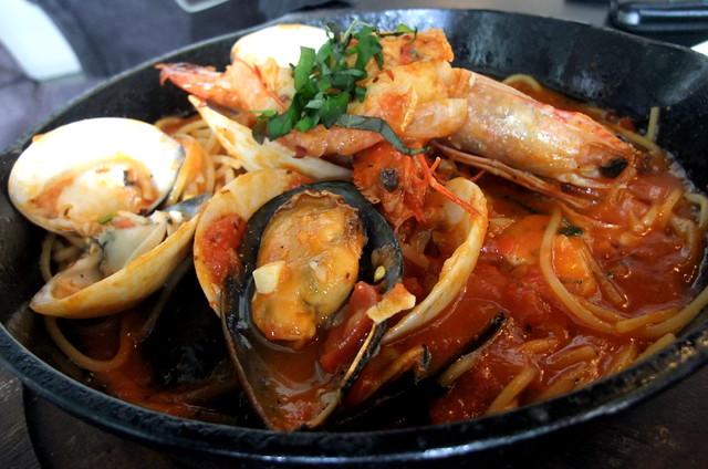 Sizzling Seafood Marinara Spaghetti