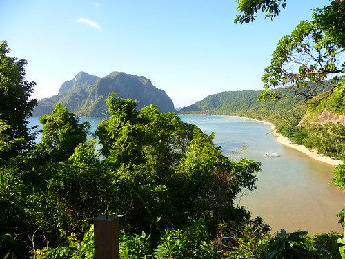 view from afar of El Nido