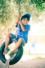 (Macarena Viza) Tags: chile boy children kid play juegos games swing jugar nio arica columpio