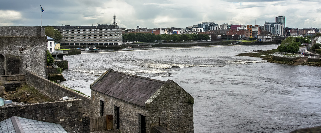 King John's Castle (Limerick) Is Beside The Shannon River