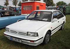Bluebird (Schwanzus_Longus) Tags: tostedt german germany japan japanese old classic vintage car vehicle white compact sedan saloon hatchback liftback nissan bluebird 20 slx