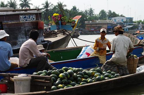 Floating market of Cái Bè by Gregor  Samsa