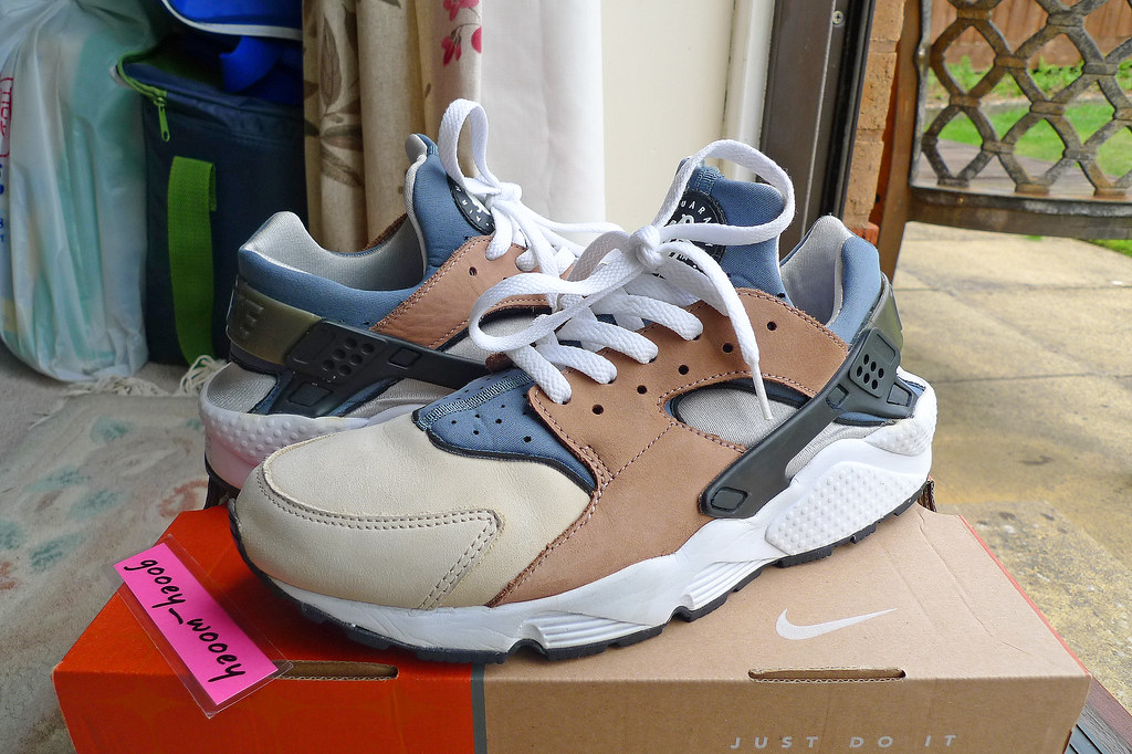 Nike Air Huarache LE 'Escape' - Bisque / Storm Grey - Rope White (