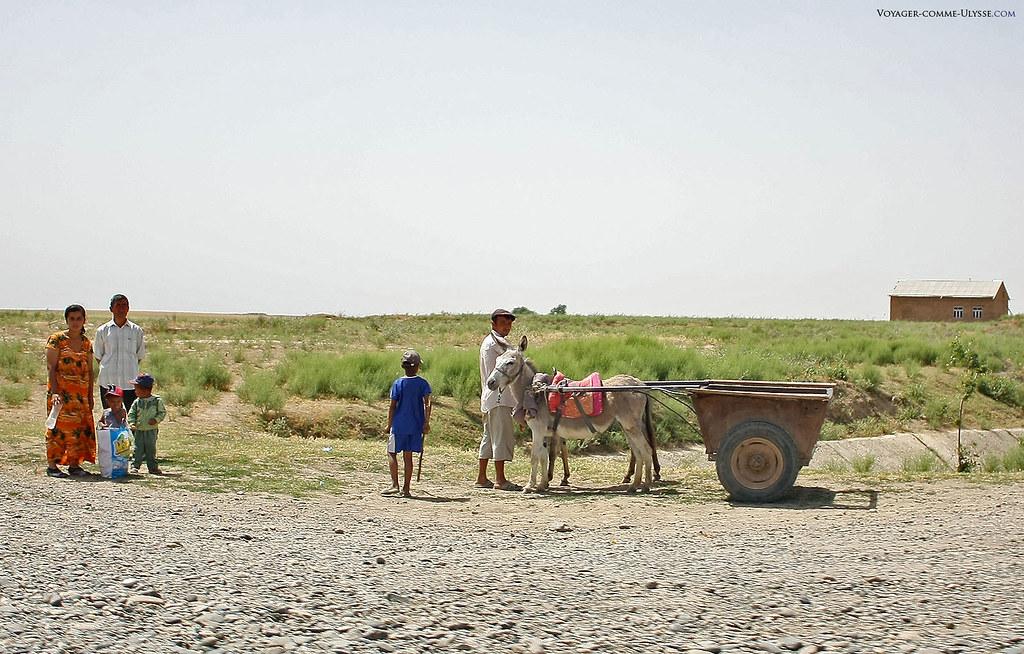 Famille de la campagne en Ouzbékistan