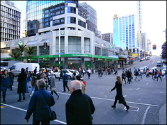 Pedestrian crossing, Victoria St & Queen St