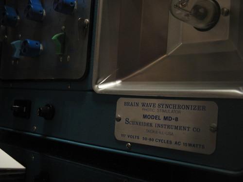 pseudoscience 15watts brainwavesynchronizer photicstimulator modelmd8 schneiderinstrumentco 117volts 5060cyclesac