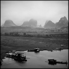 Mist and low cloud ... (Fusty Box) Tags: china boats liriver yangshuo guangxi lowcloud karsts rolleicordvb