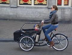 Mama Fiets (Nik Morris (van Leiden)) Tags: bikes fiets mamafiets baksfiets