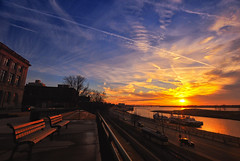 Busy Sky Traffic! [Because of Fedex??] (Yohsuke_NIKON_Japan) Tags: sunset sky usa sun night clouds river nikon tn cloudy memphis tennessee sigma 夕陽 streetcar 夕暮れ 10mm メンフィス d300s テネシー