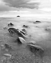 ['Ô] (Kowska) Tags: light sunset sea bw seascape luz colors landscape mar spain rocks playa paisaje bn alicante rocas dique benidorm piedras nd400 espigon kowska kowskacom kowskablogspotcom