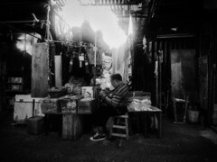 20120620_194043 (Keith Kwok) Tags: candid snapshot streetphotography snap urbanlife snapphotography streetsnap livinginthecitycity
