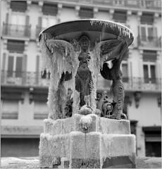 Les seins de glace (jacques-tati) Tags: winter france statue toulouse froid glace