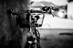 Black and white shot of a vintage bicycle (Ivan Radic) Tags: nikonv1 cmount25mmf14 cmount2514 cctvlens cctv bokeh dof blurrybackground blackandwhite vintagebicycle bike bicycle farhrrad rad klassisch vintage schwarzweis unscharferhintergrund verschwommenerhintergrund oldschool retro filmlook adapted adaptiert adapter cmount manuallens vintagelens mf objektiv lens manuellesobjektiv überwachungskameraobjekitv nikon1v1 nikon csc evil ilc mirrorless spiegellos systemkamera systemcamera 25mmf14 nikon1