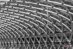 Dakconstructie Metrostation Den Haag Centraal (Fotografie, Gouda) Tags: denhaagcentraalstation metrostation roof construction treinstation ret railwaystation randstadrail publictransport denhaag thehague architectuur architecture abstractarchitecture abstractearchitectuur abstract architecturalphotography architectuurfotografie architectural architexture architectuurdenhaag roofconstruction roofstructure lijnen elijn openbaarvervoer geometriegeometry geometrie geometry geometric rinuslasschuyt lasschuyt nikon nederland nikond7200 diagonaal diagonal bw blackandwhite