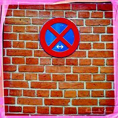 Divieto, ovunque. (emanumela) Tags: berlin muro segnale iphone divieto berlino emanumela hipstamatic