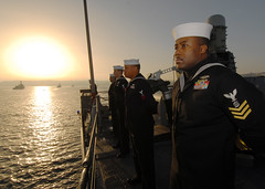Sailor mans the rails aboard USS Boone (Official U.S. Navy Imagery) Tags: chile valparaiso navy sailor usnavy portvisit guidedmissilefrigate mantherails pacificphase vaplaraiso ussbooneffg28 ussthachffg43 ofunitas52
