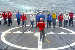 USS McClusky Sailors conduct a foreign object damage walk down on the flight deck (Official U.S. Navy Imagery) Tags: navy sailors pacificocean sailor usnavy flightdeck fod jmsdf guidedmissilefrigate passex usnsyukon japanmaritimeselfdefenseforce foreignobjectdamage ussmcclusky ussmccluskyffg41