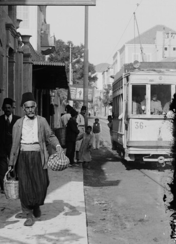 (animated stereo) An urban trolley in Syria, early 1900s