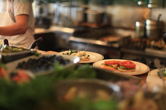 Mama's Kitchen (Standard Deluxe) Tags: sanfrancisco kitchen caf breakfast 50mm restaurant bokeh mamas washingtonsquare dining 50l canonef50mmf12lusm
