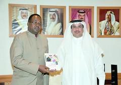 تسليم نسخة من كتاب (خالد ابواحمد) Tags: في جمعة البحرين مع كتاب د الكعبي وزير العمراني والتخطيط البلديات